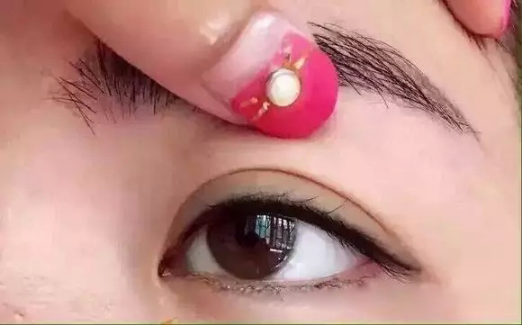南京半永久纹眼线  绣美瞳线的操作步骤